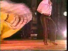 Mariachi Vargas - El Son de La Negra.  Baile mexicano, danza folklorica, bailables.  La quiero ver aquí, con su rebozo de seda que le traje de Tepic.