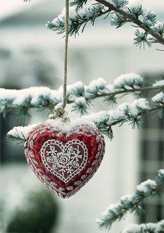I Heart Christmas!                                              At Christmas Play & Make Good Cheer for Christmas Comes but Once a Year.