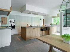 Landelijke keuken: massieve eik, opgedikt arduinen werkblad #kitchen