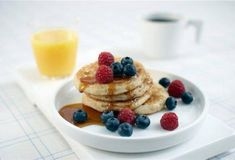 Quick to make, pancakes are surefire winners with all ages. We've snuck fruit, yogourt and oatmeal into our version, which tastes as good as banana bread. Low Fat Breakfast, Breakfast Pancakes, Pancakes And Waffles, Breakfast Bowls, Breakfast Recipes, Perfect Pancake Recipe, Banana Oatmeal Pancakes, Banana Bread, Waffle Recipes
