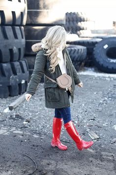 Red Hunter Boots, Red Rain Boots, Hunter Boots Outfit, Wellies Rain Boots, Cowgirl Boots, Riding Boots, Halo Couture, Timberland Style, Timberland Fashion