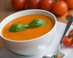 Soupe à la tomate rapide : 4 pdt, 1kg tomates, 1 branche de céleri, 2 oignons, 1 gousse d'ail, beurre, sel, poivre (18 juillet 2015)