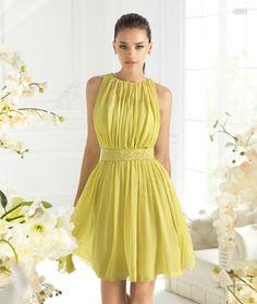 Vestido corto en color amarillo para damas de boda