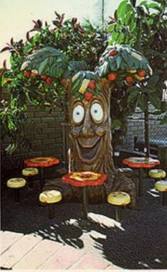 The McDonald's down the road from my Grandma's house had one of these trees inside...I remember it being so much bigger tho...and I think the mouth was a speaker so it could talk to you.