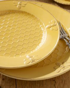 """""""Bumble Bee"""" Dinnerware at Horchow. French Country Kitchens, French Country Style, French Country Decorating, Traditional Dinnerware, Yellow Cottage, Bee Art, Bees Knees, Mellow Yellow, Bee Keeping"""