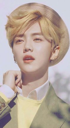 luhan is an actual angel wtf Leda Muir, Exo Ot12, Chanbaek, Cnblue, K Pop, Protective Styles, Shinee, Baekhyun, Spirit Fanfic
