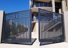 Modelo de portões de abrir #modelosdeportoes #portoes Iron Main Gate Design, Home Gate Design, House Main Gates Design, Front Gate Design, Steel Gate Design, Home Stairs Design, Double Door Design, Fence Design, Simple Gate Designs