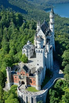 Interesting facts about Germany, Neuschwanstein Castle If you like this European castle. Check others on my Castles in Europe board :) Thanks for sharing! Chateau Medieval, Medieval Castle, Beautiful Castles, Beautiful Places, Amazing Places, Mansion Homes, Castles To Visit, Real Castles, Château Fort