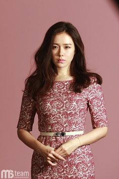 Son Ye-jin showed off her lovely spring styles. On March her agency MS Team Entertainment revealed Son Ye-jin's behind-the-scenes still images from her spring fashion pictorial. Korean Beauty, Asian Beauty, Korean Entertainment News, Flawless Beauty, Korean Actresses, Asian Actors, Celebs, Celebrities, Elegant Woman