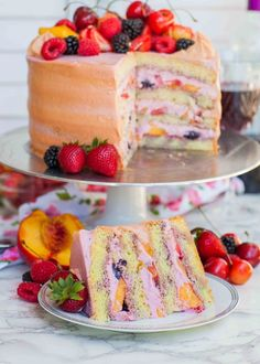 Summer Fruit Sangria Cake Recipe (video) – Tatyanas Everyday Food Angel food with raspberry whipped cream frosting and fruit. Looks delicious minus the sangria! Just Desserts, Delicious Desserts, Dessert Recipes, Yummy Food, Tatyana's Everyday Food, Summer Cakes, Summer Cake Recipes, Let Them Eat Cake, No Bake Cake