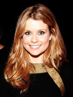 JoAnna Garcia Swisher The pretty red haired Cuban American is fluent in Spanish and has even taught junior high school students English as a second language in her spare time. Celebrities Who Are Fluent in Spanish