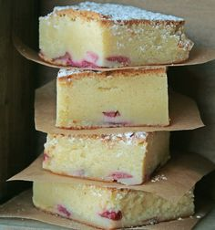White chocolate brownies or blondies Sweet Desserts, Sweet Recipes, Delicious Desserts, Cake Recipes, Dessert Recipes, Yummy Food, Danish Dessert, Danish Food, Rhubarb Recipes
