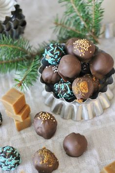 KakkuKatri: Fudgepallot Christmas Is Coming, Christmas Diy, Candy Recipes, Biscotti, Coffee Shop, Diy And Crafts, Food And Drink, Sweets, Chocolate