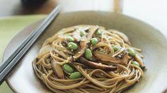 Rezept: Sobanudeln mit Shiitake, Sojabohnen und Sesam