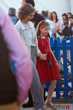 MyRoyals:  Spanish Royal Family attended Cirque du Soleil, May 23, 2015-Quen Sofía with granddaughter and namesake Infanta Sofía