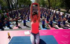 Clase masiva de Iyengar Yoga en Parque Forestal. Actividades gratis en Santiago de Chile