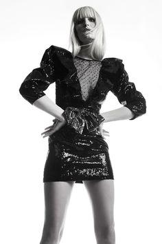 Dundas Pre-Fall 2019 Fashion Show Collection: See the complete Dundas Pre-Fall 2019 collection. Look 4 Big Fashion, All About Fashion, Autumn Fashion, Fashion Trends, Ladies Fashion, Fashion Models, Sequin Mini Dress, Sequin Gown, Fashion Show Collection
