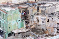 Havana #Cuba. #travel #buildings #old #bnw_magazine #digers_venezuela #digers_vzla #everydayeverywhere #insta_anadolu #ic_thestreets #igworldclub #ig_street #photoinstagram #photooftheday #photo_storee #phototag_it #phoblipoint #streetphotography #street_photo_club #snapso