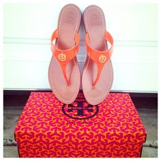 {Tory Burch} Cameron Flat Thong Sandals Brand new in box (but the box in size 10 instead of the 9.5). ❗Price is firm, even when bundled ❗  ❌ No Trades/Paypal  ❌No Lowballs ✅ Bundle discounts ✅Ship same or next day   Authentic Tory Burch Shoes Sandals