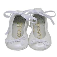 Preciosas bailarinas de bebe, en piel nacarada blanca