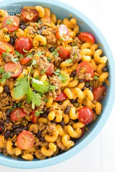 Delicious taco pasta salad: If you love taco salad than this taco pasta salad is for you! It's loaded up with ground beef, juicy tomatoes, black beans and lots of cheese. Take it to the next level with your own homemade taco seasoning! Sub crumbles. Best Pasta Salad, Tortellini Salad, Pasta Salad Recipes, Healthy Salad Recipes, Recipe Pasta, Orzo, Healthy Food, Healthy Eating, Quesadillas