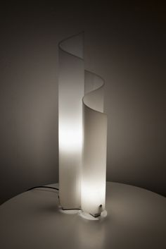 Vico Magistretti; Methacrylite and Metal 'Mezzachimera' Table Lamp for Artemide, 1969.