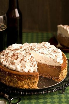 Drink your beer and eat it too! Pour yourself a pint of Guinness and grab a slice of this sweet and salty Chocolate Stout Cheesecake with a crushed pretzel crust. Best Cheesecake, Homemade Cheesecake, Chocolate Cheesecake, Cheesecake Recipes, Chocolate Stout, Chocolate Shavings, Chocolate Recipes, Chocolate Covered, Chocolate Cake