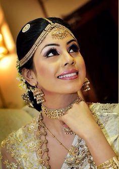 How To Do Kandyan Bridal Makeup : 1000+ images about kandyan weddings on Pinterest ...