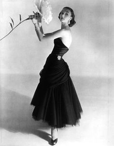 "The 78 magnificent ball gowns and dresses by designer Charles James, fashion's forgotten genius, are spotlighted in an exhibit at New York's Metropolitan Museum of Art. ""Charles James: Beyond Fashion"" runs until Aug. Charles James, Love Vintage, Vintage Glamour, Vintage Beauty, Vintage Style, 50s Glamour, Vintage Vogue, Vintage Black, Vestidos Vintage"