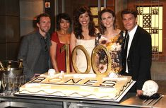 Picture of The cast of the television show Bones T J Thyne Tamara Taylor Michaela Conlin Emily Deschanel and David Boreanaz attend the Episode celebration at Fox Studios on January 26 2010 in Los Angeles. Booth And Bones, Booth And Brennan, Bones Tv Series, Bones Tv Show, Dr Bones, Tamara Taylor, Michaela Conlin, Seeley Booth, Fox Studios