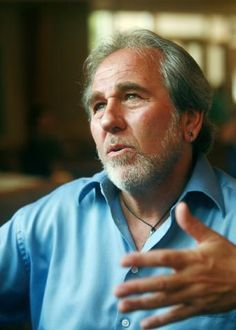 Bruce Lipton - Developmental biologist with great discoveries of how DNA correlates to environment, NOT genes. Lipton, Create Your Own Reality, Restless Leg Syndrome, Levels Of Consciousness, Biologist, Mind Body Spirit, News Magazines, Medical School, Good Books
