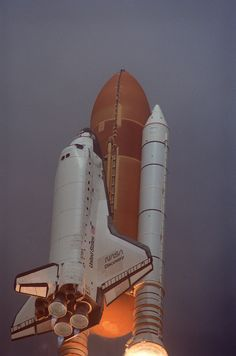 Discovery launches on STS-85