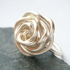 Rose wire ring -  I might still have some silver wire from Jewery 101 (<-- literally) I could SO do this!