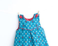 The MINI TULIPS Dress Overall is very fast and cute!! It is fully lined and completely reversible. Make a nice dress for your little flower!   The