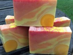 Soap Queen: wonderful website with lots of good info and tutorials on soap making!