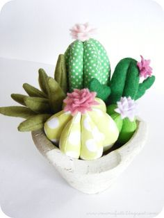 Risultati immagini per felt cactus pattern Felt Flowers, Diy Flowers, Fabric Flowers, Paper Flowers, Cactus Fabric, Felt Crafts, Diy And Crafts, Cactus E Suculentas, Cactus Craft