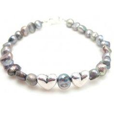Lav et sødt armbånd med hjerter, find varene her: http://www.janehof.dk/armbnd/1426-ferskvandsperle-og-hjerte-maske-valentins-armband.html