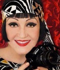 Christine Spengler, correspondante de guerre de renommée internationale, exerce ce métier depuis 1970. Ses photos sur l'Irlande du Nord, le Viêt-Nam, le Cambodge, le Liban, l'Iran… ont paru dans Life, Paris-Match, Time, Newsweek… Elle réalise également des photos d'art.