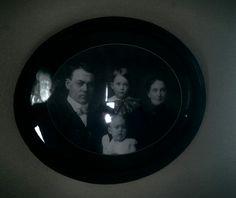 Family photo, Villisca ax murder house, Villisca Iowa, haunted house, ghost hunting.