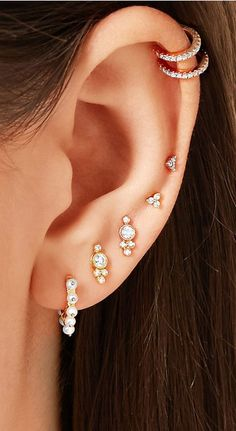 Trending Ear Piercing ideas for women. Ear Piercing Ideas and Piercing Unique Ear. Ear piercings can make you look totally different from the rest. Ear Piercing For Women, Pretty Ear Piercings, Ear Peircings, Multiple Ear Piercings, Ear Jewelry, Dainty Jewelry, Cute Jewelry, Body Jewelry, Ear Piercings