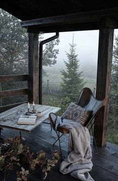 I love this interior design! It's a great idea for home decor. Home design. Outdoor Spaces, Outdoor Living, Outdoor Bedroom, Interior Exterior, Interior Design, Porch Interior, Autumn Interior, Room Interior, Cabins In The Woods