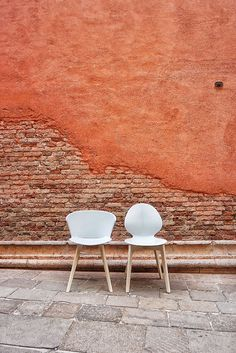 Let's visit together my favourite places in Venice, Venice best osteria and other unusual places with the project #styleyourcity: take note!  ITALIANBARK blog #venice #venezia #calligaris #colours #wallcolours #chairs #wall #whitechair