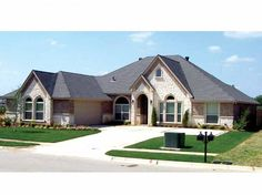 New American House Plan with 2556 Square Feet and 4 Bedrooms from Dream Home Source   House Plan Code DHSW63479