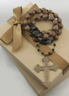 Beautiful Komboskini (Greek) or Chotki (Russian) Orthodox prayer rope.  Love the Byzantine cross.