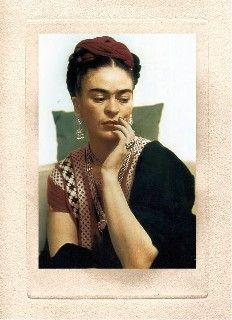 Frida Kahlo in New York City, 1938 // Photo by Nickolas Muray © Nickolas Muray Archive Frida Kahlo Exhibit, Diego Rivera Art, Nickolas Muray, Frida And Diego, New York City Photos, Mexican Artists, Portraits, Mo S, Dance Art