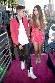Justin Bieber arriving with Selina Gomez #KP3D
