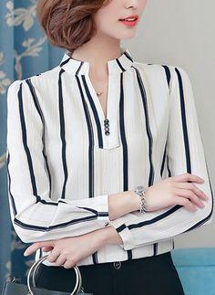 Blusas Listra Informal de Chiffon Decote V Manga comprida Hijab Fashion, Korean Fashion, Fashion Outfits, Womens Fashion, Blouse Styles, Blouse Designs, Madame, Corsage, Blouses For Women