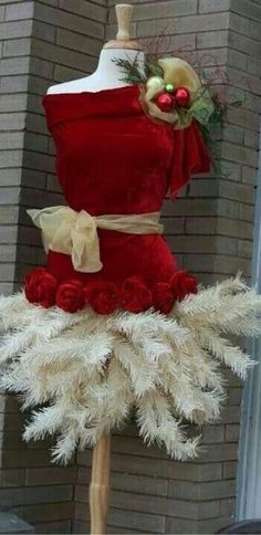 Non-Traditional Christmas tree Dress Mannequin Christmas Tree, Dress Form Christmas Tree, Noel Christmas, Primitive Christmas, All Things Christmas, Vintage Christmas, Christmas Wreaths, Christmas Crafts, Christmas Decorations