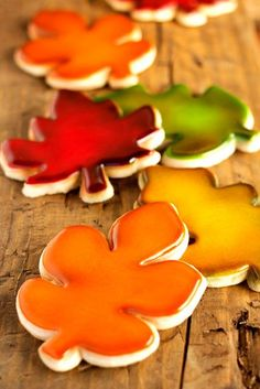 Airbrush Sugar Cookies with Video Have you ever wanted to learn how to airbrush sugar cookies? This tutorial will help you with some of the basics like layering colors to make pretty leaves. Leaf Cookies, Fall Cookies, Cut Out Cookies, Summer Cookies, Flower Cookies, Pumpkin Cookies, Thanksgiving Cookies, Christmas Cookies, Valentine Cookies