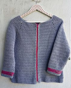 Hola¡¡¡¡ Hoy os quiero enseñar lo que he estado tejiendo durante este mes de Mayo. Es una Chaqueta de ganchillo para esta primavera... Crochet Jacket, Crochet Cardigan, Loom Knitting Patterns, Crochet Fashion, Crochet Clothes, Crochet Flowers, Doll Clothes, Free Pattern, Mayo